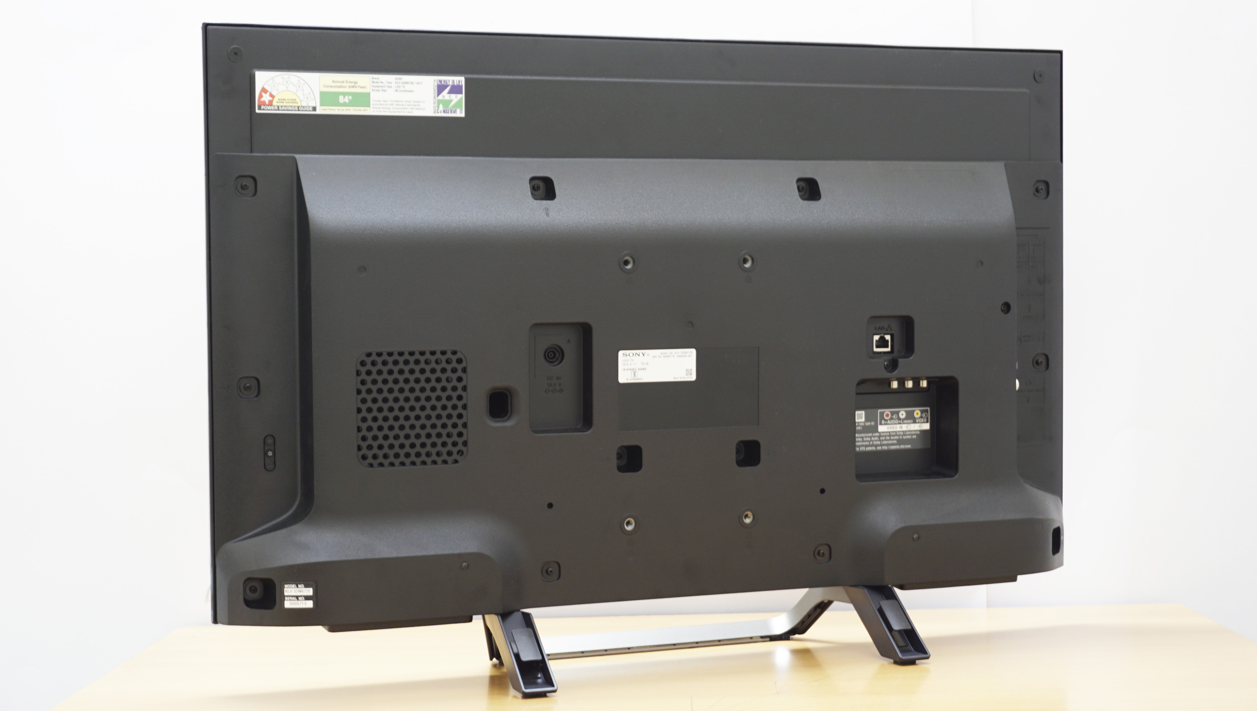 Sony W672e Review Klv 40w672e 49w672e 32w672e Tvnama Wall Mount Tv Wiring Diagram The Back Of Looks Bulky With A Reflective Plastic Finish Input Ports At Will Be Hard To Reach If Is Mounted